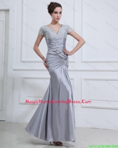 Wonderful Mermaid V Neck Homecoming Dresses with Beading in Silver