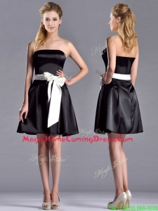 Romantic A Line Strapless White Be-ribboned Short Homecoming Dress in Black