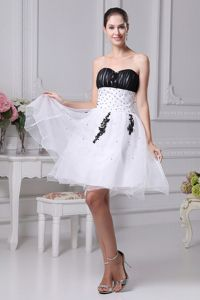 Short-Length Sweetheart Ruched Beaded Homecoming Cocktail Dress in White-Black
