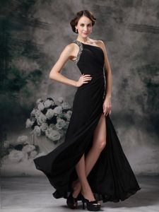 Plus Size Slitted Beaded Black Homecoming Dresses with One Shoulder
