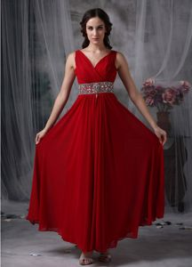 V-neck Wine Red Long Homecoming Princess Dresses with Beaded Waist