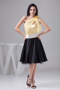 Yellow and Black Knee-length Prom Short Homecoming Dresses of One Shoulder in Macon