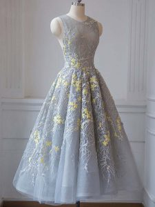 Traditional Sleeveless Tea Length Lace and Appliques Criss Cross Homecoming Gowns with Grey