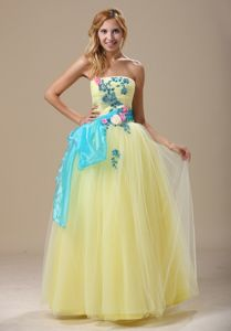 Princess Appliques and Ruched Bodice Light Yellow Cute Homecoming Dresses