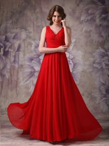 Red V-neck Ruched and Beaded Chiffon Homecoming Dress on Sale in Sweden