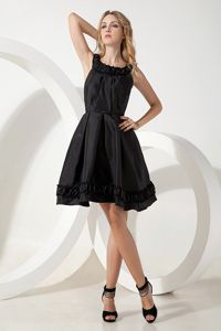 Latest Black A-line Scoop Homecoming Mini Dresses Made in Taffeta