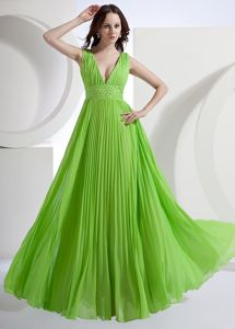 Spring Green V-neck Chiffon Floor-length Pleated Homecoming Princess Dresses