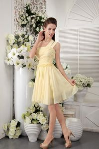 One Shoulder Short Pleated Yellow Homecoming Queen Dresses in Getaria