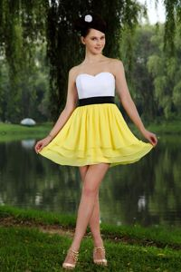 Mini-length Yellow and White Sashed Homecoming Dresses for Juniors