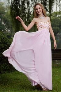 Pink Beaded Sweetheart Chiffon Tight Homecoming Dresses in Thatcham