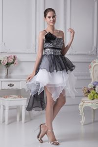Flower Black and White Ruffles and Sequin Homecoming Dress in Reutlingen