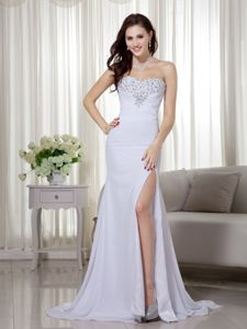 High Slit White Sweetheart Beaded and Ruched Homecoming Dress in Bayreuth