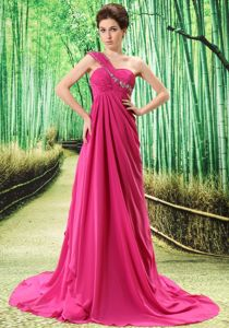Beading One Shoulder Celebrity Homecoming Dresses in Fuchsia