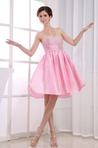 Knee-length Sweetheart Beading Pink Taffeta Homecoming Party Dress