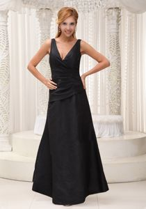 Ruche V-neck Black Homecoming Court Dress to Floor-length in Kansas