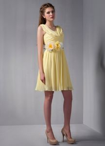 Yellow Short-Length Drapped Straps Ruched Homecoming Dresses with Flowers
