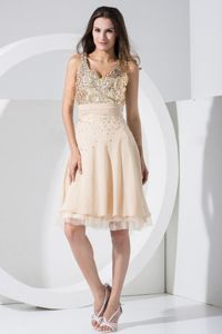 Champagne Knee-length V-neck Evening Homecoming Dress with Sequins in Lansing