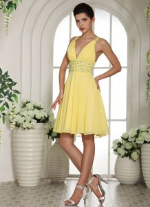 Light Yellow V-neck Homecoming Cocktail Dresses with Beading in Urbana
