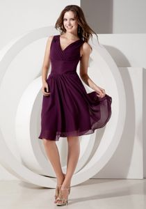 Dark Purple V-neck Knee-length Cute Homecoming Dresses with Beading
