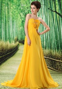 Court Train Chiffon Gold Homecoming Dress for Teenagers with Flowers
