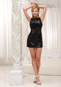 Black Sequined Scoop Neck Mini-length Homecoming Dresses with Bowknot