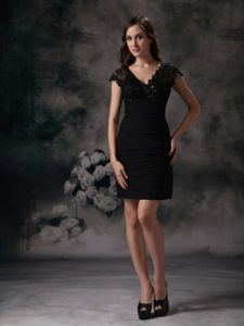 Ruched V-neck Mini-length Black Homecoming Dresses for Prom in Brighton