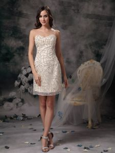 Column Knee-length Sweetheart Beaded Tight Homecoming Dresses in Champagne