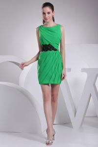 Scoop Neck Green Mini Homecoming Cocktail Dresses with Appliques