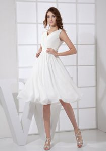 Affordable V-neck White Knee-length Homecoming Dresses on Sale