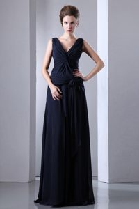 Navy Blue Sweep-Floor V-Neck Straps Ruched Homecoming Queen Dress in Aurora
