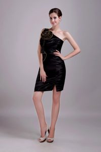 Black Short-Length One-Shoulder Sheath Homecoming Dress with Rolling Flower